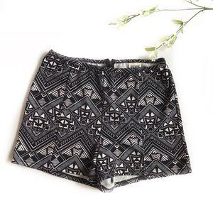 🐘 Victoria Secret Pink Aztec Lounge Shorts